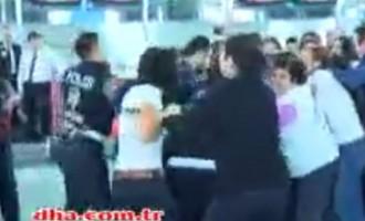 Χάος: Οι Κούρδοι εισβάλουν στο αεροδρόμιο της Κωνσταντινούπολης (βίντεο)