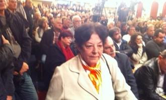 """Ποια είναι η γυναίκα που φώναξε για τους """"κλέφτες"""" μπροστά στον Τσίπρα"""