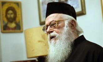 Συγχαρητήριο τηλεφώνημα Κοτζιά στον Αρχιεπίσκοπο Αναστάσιο για την απόκτηση της αλβανικής υπηκοότητας