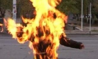 Όχλος έκαψε ζωντανή μια γυναίκα που νόμιζε για μάγισσα