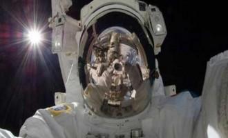 """""""Κόλλημα"""" με τα social media στο διάστημα – Τι είπε Ρώσος κοσμοναύτης"""