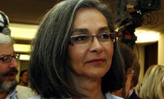 Τα ΜΑΤ χτύπησαν τη Σακοράφα – «Είστε κράμα Όρμπαν, Τραμπ και Ερντογάν»