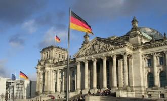 Handelsblatt: Γιατί η Γερμανία δεν θέλει πρόωρη αποπληρωμή του ΔΝΤ