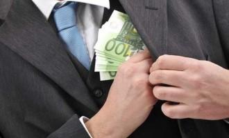 """Χαλάρωση της νομοθεσίας για τη διαφθορά προτείνουν βουλευτές στη Ρουμανία – Μέσα και οι """"σεξουαλικές χάρες"""""""