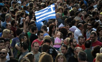 Ευρωβαρόμετρο: Το 71% δεν εμπιστεύεται την κυβέρνηση – Ράπισμα στις εγχώριες δημοσκοπήσεις