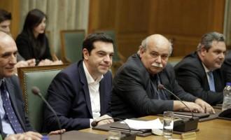 """Σύμβουλος Τσίπρα: Η κυβέρνηση θα αναγκαστεί να παραιτηθεί αν κερδίσει το """"ναι"""""""