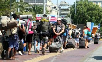 Έλληνας καθηγητής: 6.000 με 10.000 οι ασυμπτωματικοί τουρίστες που θα έρθουν στη χώρα