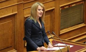 Πέταξαν μολότοφ στο σπίτι της βουλευτού του ΣΥΡΙΖΑ Θεοδώρας Τζάκρη