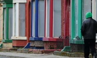 Χαμός στη Βρετανία με τα «σπίτια της μιας λίρας»! (φωτο)