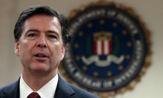 Γιατί ο πρώην διευθυντής του FBI τα βάζει με τους Ρεπουμπλικανούς