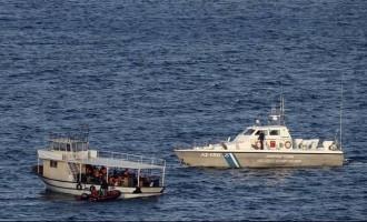 158 πρόσφυγες και μετανάστες αποβιβάστηκαν το Σάββατο σε Χίο και Λέσβο