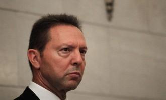 Ο Στουρνάρας στηρίζει το σχέδιο για τη μείωση των «κόκκινων» δανείων