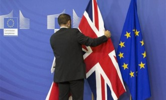 Bloomberg: Αν γίνει Brexit αντίο στερλίνα…