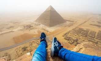 Γερμανός τουρίστας σκαρφάλωσε στη Μεγάλη Πυραμίδα και έγινε… viral!