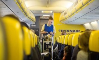 Με αίματα στα αυτιά κατέβηκαν επιβάτες από πτήση της Ryanair – Τι τους συνέβη!