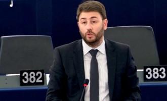 Ο Ανδρουλάκης τα «έχωσε» στις Βρυξέλλες: «Η Τουρκία αγόρασε τανκς με χρήματα της Ε.Ε.»