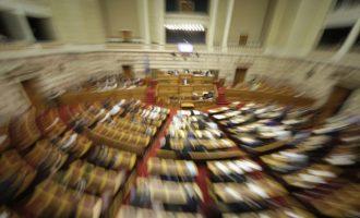Πολιτικό θρίλερ (;): Γιατί οι βουλευτές των ΑΝΕΛ δεν μιλούν στη Βουλή;