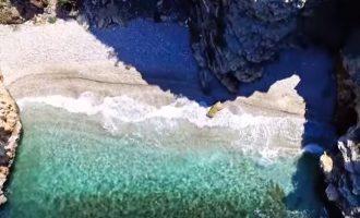 Γνωρίζατε ότι αυτές οι παραλίες βρίσκονται στην Αττική; (βίντεο)