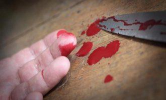 Ανείπωτη αγριότητα στον Πειραιά: Γυναίκα κατέσφαξε 79χρονο – Τον κυνηγούσε με το μαχαίρι