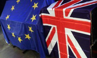 Bloomberg: Προς παράταση του Brexit έως τα τέλη του 2019