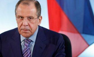 Η Μόσχα προαναγγέλλει αντίποινα για τις απελάσεις Ρώσων διπλωματών
