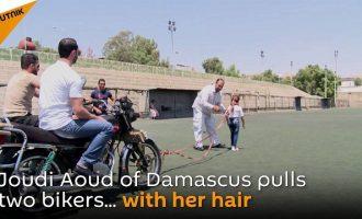 10χρονη «Ραπουνζέλ» τραβά μοτοσικλέτες με τα μαλλιά της! (βίντεο)