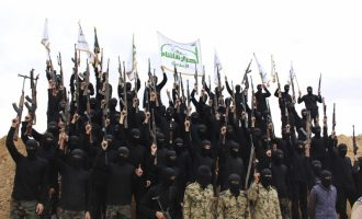Οι Ρώσοι κατηγορούν την Αχράρ Αλ Σαμ ότι ετοιμάζει προβοκάτσια με χημικά στη Συρία – Τσιμουδιά για την Τουρκία