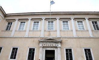 ΣτΕ: Αντισυνταγματικές οι περικοπές σε δώρα Χριστουγέννων και Πάσχα στο Δημόσιο