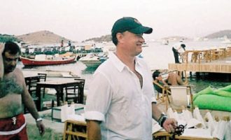 Κι αυτό το καλοκαίρι ο Τομ Χανκς για διακοπές στην Αντίπαρο