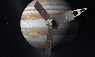To διαστημόπλοιο Juno πλησίασε μια ανάσα από τον πλανήτη Δία