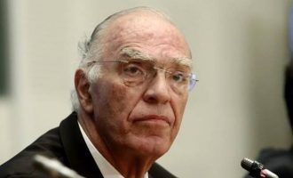 Ο Λεβέντης διασπείρει θεωρίες συνωμοσίας – Ισχυρίζεται ότι τον απείλησε ο Γερμανός Πρέσβης
