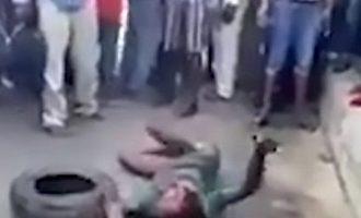 Χτύπησαν και έκαψαν 7χρονο Νιγηριανό  επειδή έκλεψε για να φάει
