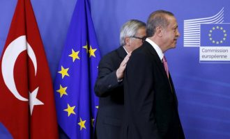 Η Τουρκία δεν καταγγέλλει τη συμφωνία για το προσφυγικό γιατί έχει ανάγκη τα λεφτά της ΕΕ