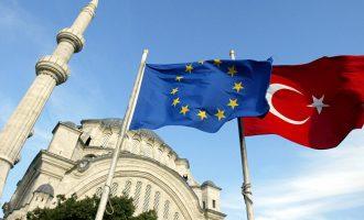 Σε νευρικό κλονισμό η Τουρκία μετά την ομόφωνη καταδίκη της από την ΕΕ – Τι λένε για τους Έλληνες στρατιωτικούς