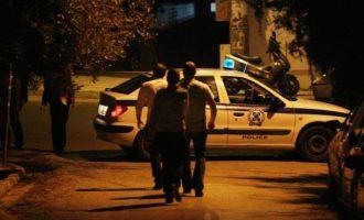 """20 Ρομά την """"έπεσαν"""" σε περιπολικό στη Λάρισα – Αστυνομικοί: """"Δεν θα επιτρέψουμε άβατα"""""""