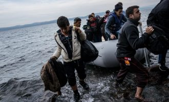 Guardian: Φόβοι για νέα προσφυγική κρίση και καταστροφή στα ελληνικά νησιά