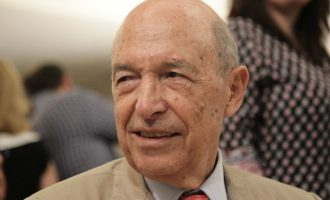 «Χαστούκι» Κομισιόν σε Σημίτη: Διασφαλισμένη η θέση της Ελλάδας στην ευρωζώνη
