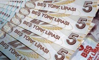 Καταρρέει η τουρκική λίρα, έρχονται βαριές κυρώσεις από ΗΠΑ