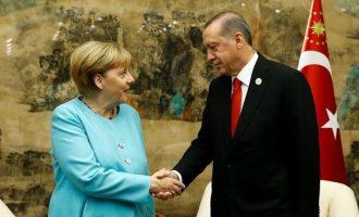 Δεκανίκι στη Γερμανία ψάχνει ο Ερντογάν – Και η Μέρκελ μάλλον του το δίνει