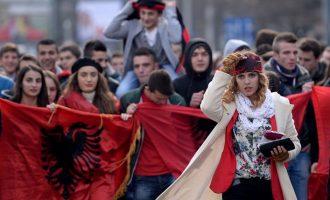 Όλα κρέμονται από μια κλωστή στα Σκόπια – Οι Αλβανοί ρυθμιστές στο κρατίδιο