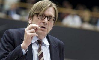 """Ο φιλελές γελωτοποιός Φερχόφστατ ζήτησε να εκβιαστούν οι Κύπριοι με """"ολέθριες συνέπειες"""""""