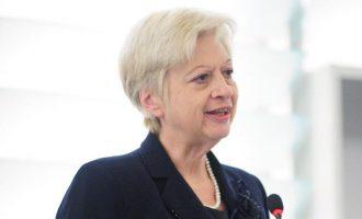 Το Αζερμπαϊτζάν ζητά να συλληφθεί η Κύπρια πολιτικός αρχηγός Ελένη Θεοχάρους