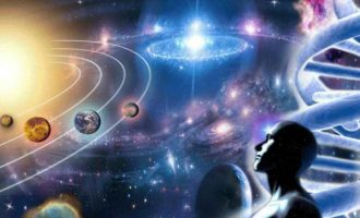 """""""Οι κυβερνήσεις μάς προετοιμάζουν για την αποκάλυψη ότι έφτασαν οι εξωγήινοι"""""""