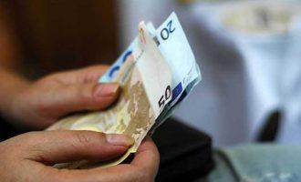 Ποιοι δικαιούνται έκτακτο επίδομα 1.000 ευρώ – Tι προβλέπει απόφαση της Αχτσιόγλου