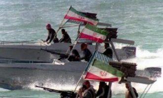 """Ιράν κατά ΗΠΑ: """"Θρασύς ένοπλος ληστής – Να φύγουν από τον Περσικό Κόλπο"""