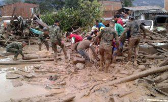 Εκατόμβη νεκρών από τις φονικές κατολισθήσεις στην Κολομβία (βίντεο)