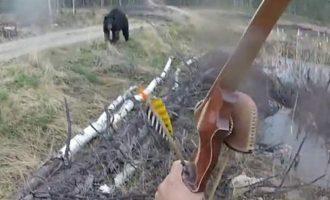 Aρκούδα επιτέθηκε σε κυνηγό στο Οντάριο του Καναδά (βίντεο)