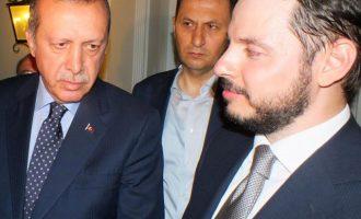 FT: Τι δείχνει το «οικογενειακό δράμα» Αλμπαϊράκ για το μέλλον Ερντογάν και Τουρκίας