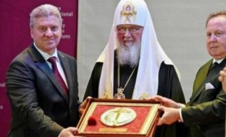 Η Ρωσική Εκκλησία βράβευσε τον σχισματικό Πρόεδρο των Σκοπίων με τη σκοπιανή ψευδοεκκλησία