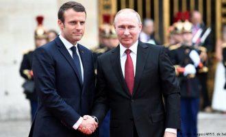 Αμφιλεγόμενη συνάντηση Μακρόν με Πούτιν – Σε τι θα προσπαθήσει να πείσει ο Γάλλος τον Ρώσο